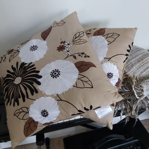 Other - Decorative pillows and throw